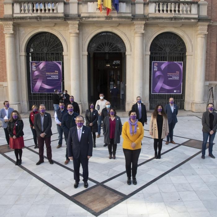 La Diputació de Castelló fa sentir la seua veu en contra de la violència de gènere amb microrelats i la lectura de la declaració institucional